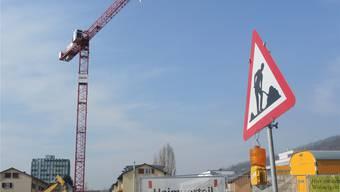 Gestern Morgen fand auf der Baustelle an der Landstrasse die erste Kranmontage statt.