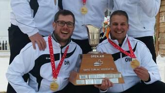 hinten von links: Sacha Knobel, Christian Moser (Skip), Patrick Hoffmann. unten von links: Daniel Helg, Oliver Winiger