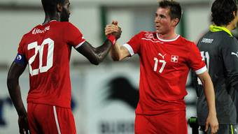 Izet Hajrovic (rechts) freute sich am 14. November 2012 im Freundschaftsspiel gegen Tunesien noch über einen Treffer der Schweizer - jetzt will er plötzlich nicht mehr für die Schweiz spielen
