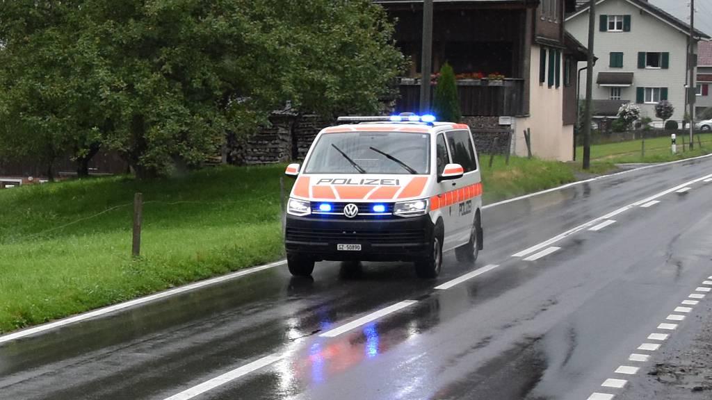 Verdacht auf Sprengstoff: Grosseinsatz in Schwyz – tote Person gefunden