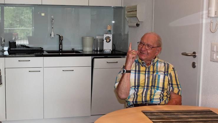 Otto Puorger hat sich in der Seniorenwohnung bereits gut eingelebt.