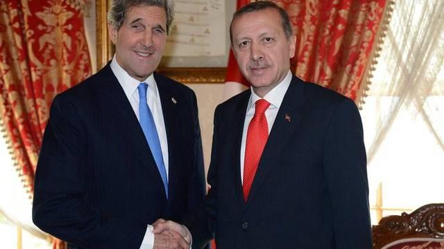 John Kerry beim Handshake mit Recep Tayyip Erdogan