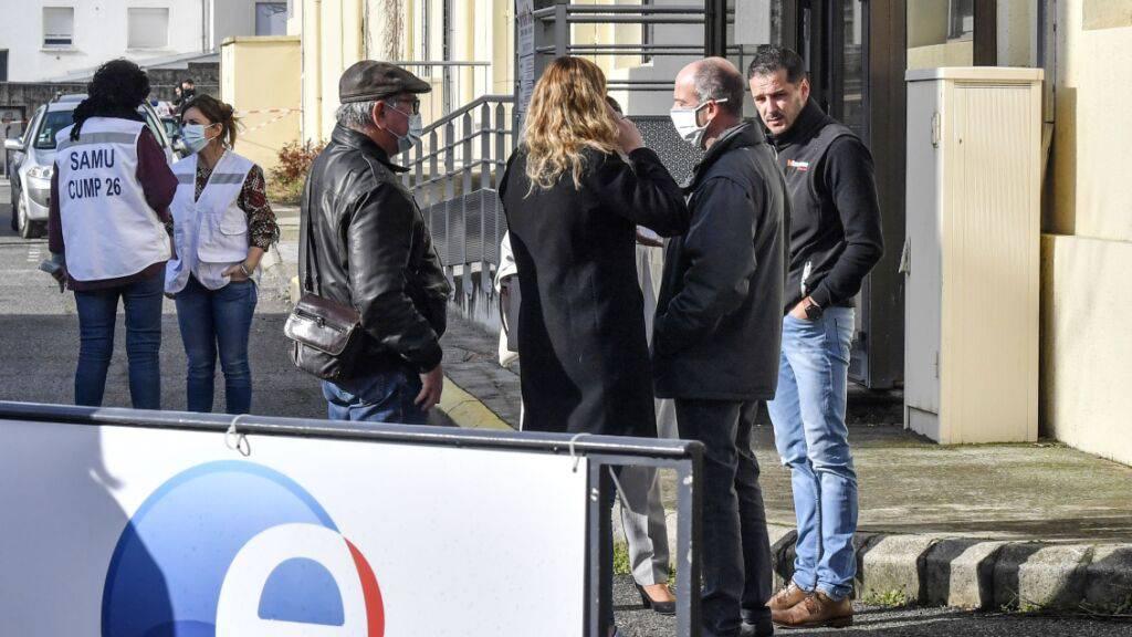 Mann erschiesst in Frankreich zwei Frauen in Arbeitsagentur und Firma