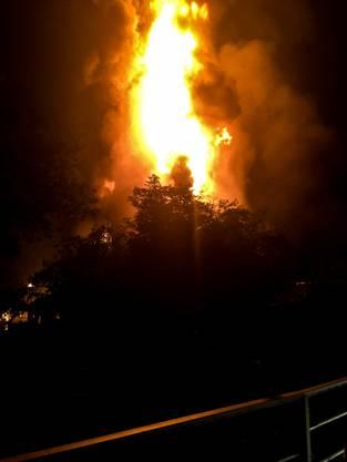 Das ehemalige Gasthaus stand bereits im Vollbrand, als die Feuerwehr eintraf.