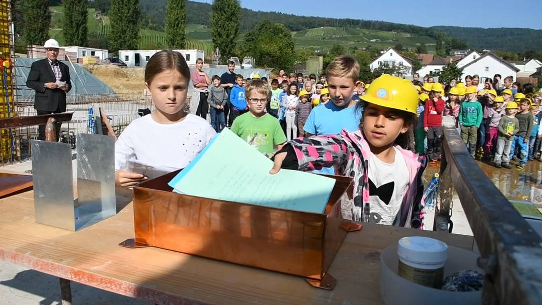 Grundsteinlegung für das neue Primarschulhaus mit Aula in Schinznach-Dorf