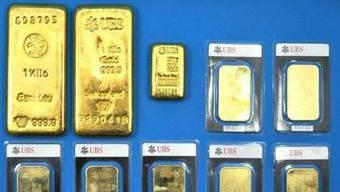Der Eigentümer dieser Goldbarren konnte nicht ermittelt werden. Der Fund zweier Gemeindemitarbeiter von 2012 geht nun an die Gemeinde Klingnau.