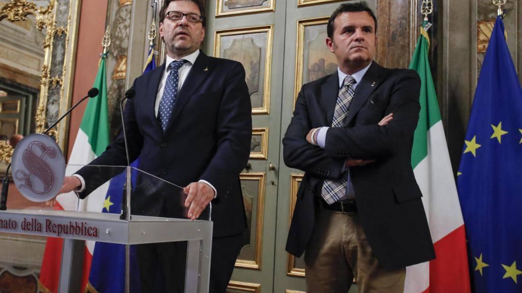 Das EU-Freihandelsabkommen mit Kanada steht auf der Kippe. Italiens neuer Agrarminister Gian Marco Centinaio (rechts) kündigte an, dass sein Land den Vertrag nicht unterschreiben werde. (Archiv)