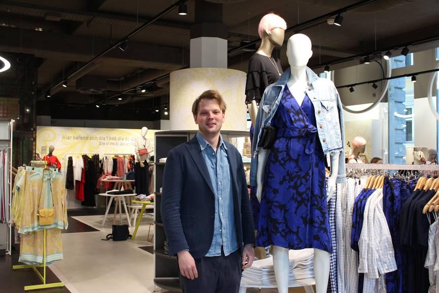 Lukas Weber, Geschäftsleitungsmitglied von «Mode Weber», über die aktuellen Modetrends. (Bild: FM1Today/Linda Aeschlimann)