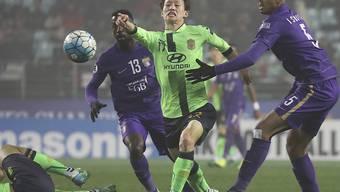 Gewann mit Jeonbuk die asiatische Champions League: Lee Jae-Sung (in grün), im Duell mit Gegenspielern von Al Ain