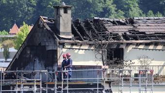 Der ausgebrannte Dachstock des Wohnhauses an der Unterführungsstrasse 29, welches bei Ankunft der Feuerwehr erste Priorität hatte, aber leider nicht gänzlich vor dem Feuer gerettet werden konnte