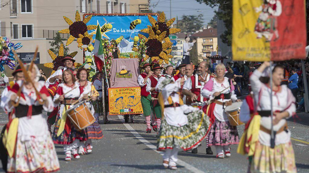 Gegen 35'000 Personen liessen sich den traditionellen Umzug am Sonntagnachmittag in Neuenburg nicht entgehen.