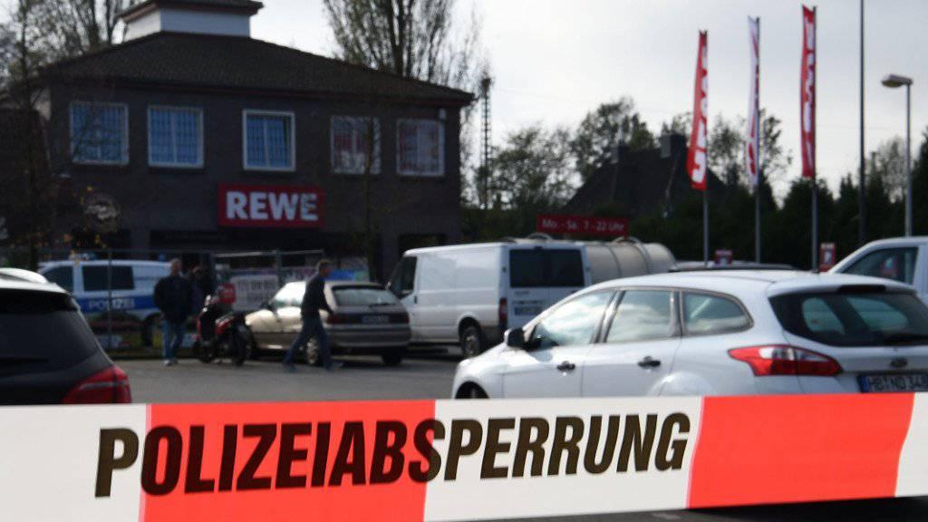 Vor einem Supermarkt in Bremen wurde ein Mann angeschossen. Er verstarb später im Spital.