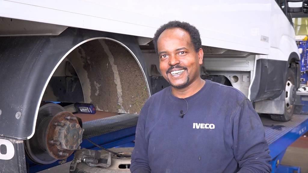 Flucht ins Glück: Vom Asylsuchenden zum Automechaniker