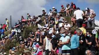 Solche Szenen soll es während der 15. Etappe der Tour de France nicht geben: Beim Schlussanstieg auf den Grand Colombier sind am Sonntag keine Zuschauer zugelassen