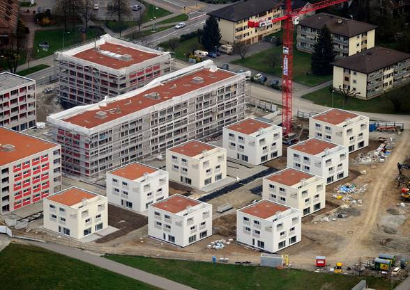 Überbauung in Volketswil ZH: Wer jetzt kaufen kann, kommt  bei den Hypozinsen günstiger weg denn je. (KEYSTONE/Steffen Schmidt)