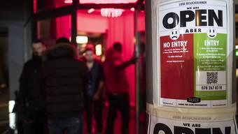 Auch im Plaza Club feierte ein Gast, der mit dem Coronavirus infiziert war. Im Bild der Eingang des Clubs.