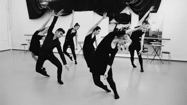 Die sechs Tänzer des Tanztheaters Baden geben bei den Proben alles.ZVG