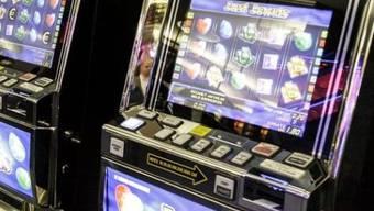 Neun Spielautomaten wurden sichergestellt (Symbolbild)