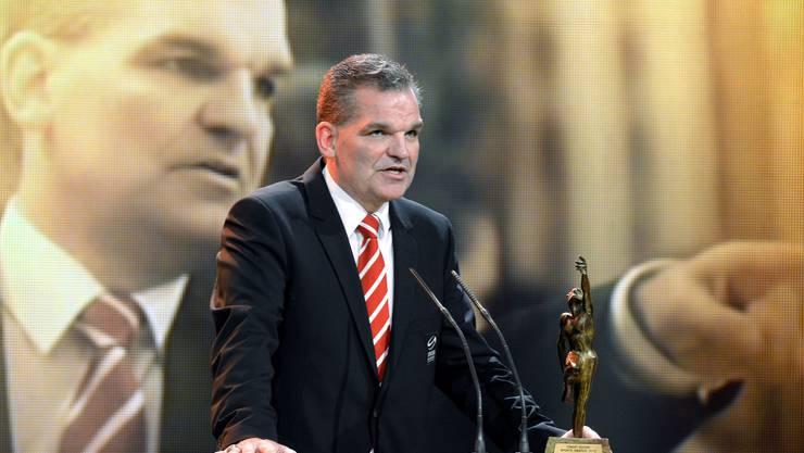 Sean Simpson hat die Schweizer Eishockey-Nationalmannschaft im Mai in Stockholm mit dem Gewinn der WM-Silbermedaille zum grössten Erfolg in der Verbandsgeschichte geführt. Deshalb war die Wahl zum Trainer des Jahres nichts als logisch.