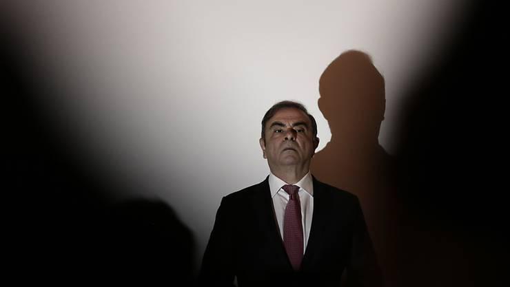 Nissans früherer Chef Carlos Ghosn wird nun auch noch auf Schadensersatz verklagt. (Archivbild)