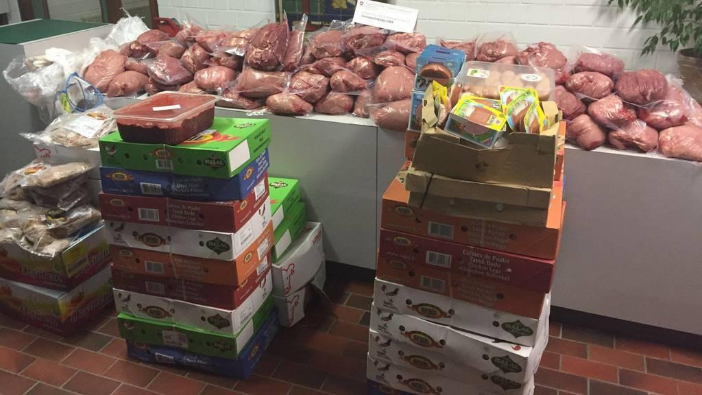 Nicht angeschrieben und lange ungekühlt transportiert - die Polizei beschlagnahmte das Gammelfleisch.