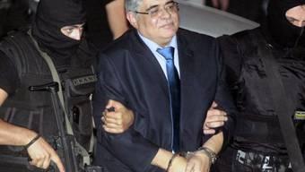 Michaloliakos auf dem Weg zum Haftrichter (Bild vom Mittwoch)