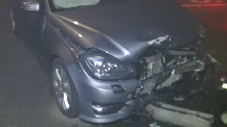 Bei einem Unfall in Reinach AG kollidieren zwei Autos ineinander.