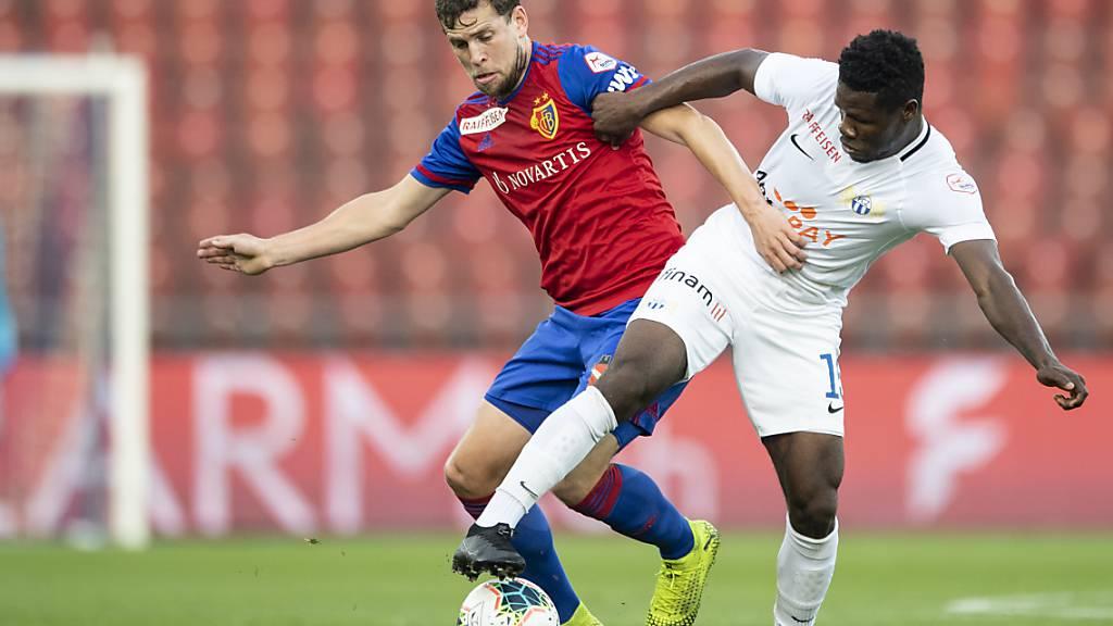 Aiyegun Tosin avanciert für den FC Zürich in seinem ersten Klassiker zum Matchwinner