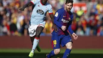 Barcelonas Lionel Messi (rechts) im Duell mit Vigos Pione Sisto