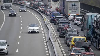Geduldsprobe am Gotthard: Osterverkehr im Urnerland. (Archivbild)