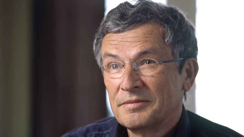 Der Schweizer Autor Charles Lewinsky erfindet in seinem neuen Roman «Der Halbbart» einen höchst zweifelhaften Geschichtenerzähler und stellt damit Geschichte auf den Prüfstand - auch schweizerische. (Archivbild)