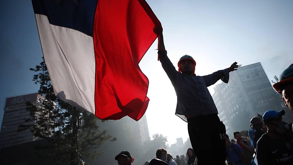 Demonstranten in Chiles Hauptstadt Santiago. (Archivbild)