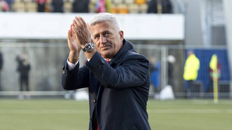 Er verlängert seinen Vertrag bis zur EM 2020.