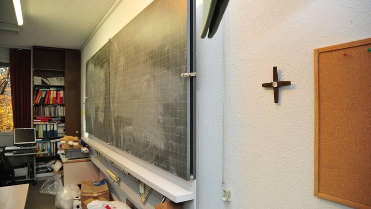 Im Wohlemer Schulhaus Bünzmatt gehört ein Kruzifix zur Grundausstattung - noch.
