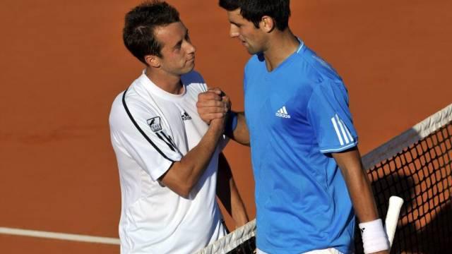 Kohlschreiber (l.) verabschiedet sich von Djokovic