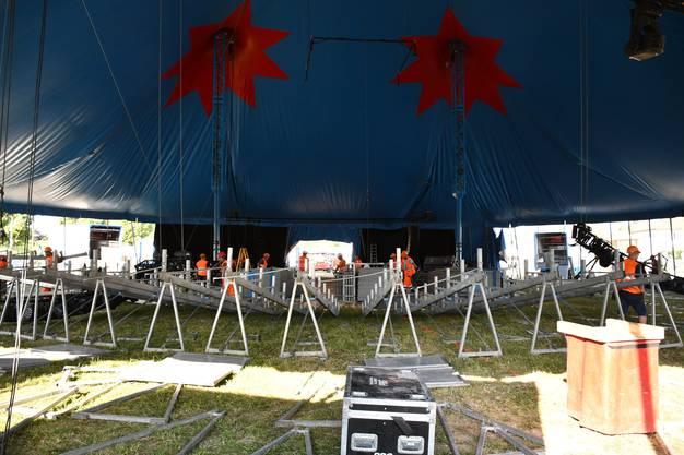 Impressionen vom Aufbau des Circus Knie auf der Amphiwiese in Windisch.