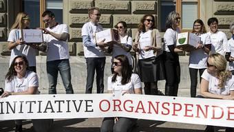 Der Bundesrat unterstützt das Anliegen, bei der Organspende die Widerspruchslösung einzuführen. Er will dabei aber die Angehörigen einbeziehen. (Archivbild)