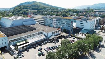 Auf dem Parkplatz und anstelle des heutigen Migros Freizeitlands soll der Sälipark 2020 für 130 Millionen Franken entstehen. In den oberen Etagen sind auch rund 75 Wohnungen für alle Generationen vorgesehen.