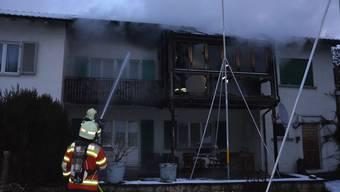 Das Feuer hatte sich aufs Dach ausgebreitet.