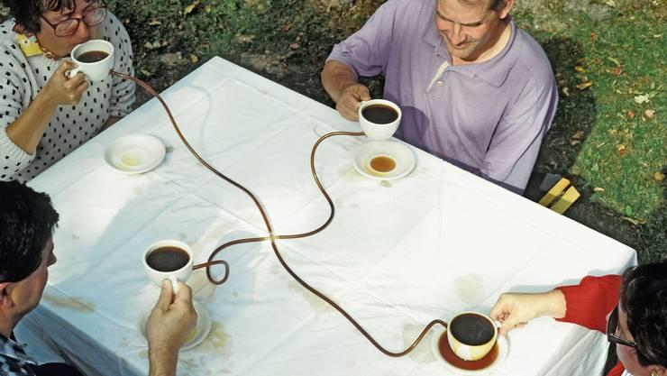 Die Installation «Coffee seeks its own level» von Allan Wexler wurde für die Ausstellung von Esther Kempf reproduziert.