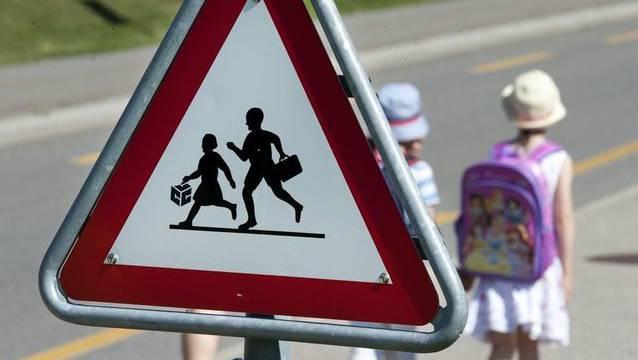 Kinder sollten den Schulweg nicht alleine gehen (Symbolbild)