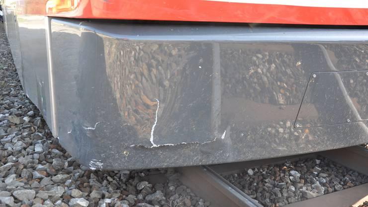 In Flumenthal rammt das Bipperlisi einen Quad. Zwei Personen werden verletzt, Schadenssumme: Mehrere 10000 Franken.