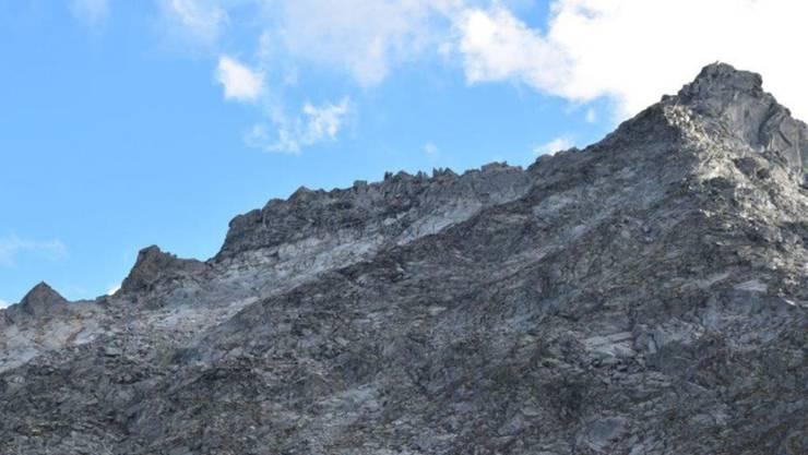 Eine Felsplatte geriet am Piz Cavardiras ins Rutschen und klemmte einen Berggänger ein. Dieser konnte befreit und verletzt ins Spital geflogen werden.