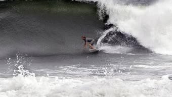 Mutiger Surfer vor der US-Ostküste