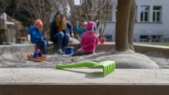 Getrennt lebende Eltern sollen Verantwortung übernehmen und unter sich regeln, wie sie ihre Kinder  sehen können.