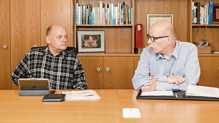 Valentin Schmid (l.) ist überzeugt vom Projekt, ganz im Gegensatz zu Marcel Suter, der beim Shoppi wohnt.