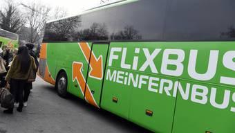 Die Billigbuslinien wie Flixbus sollen in den nächsten zehn Jahren ein eigenes Terminal am Flughafen Zürich erhalten. (Themenbild)