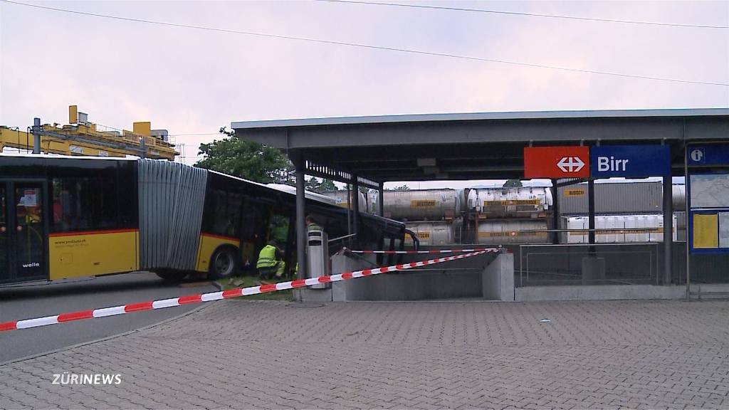 Postautos verursachen im Aargau zwei Unfälle in nur zwei Tagen
