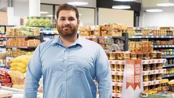Kaan Tasdemir hilft seinen Eltern im Laden schon seit der Kanti und heute neben dem Studium.