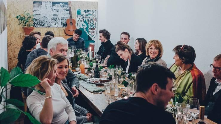 In der ehemaligen Fussball-Beiz «Milan» an der Hammerstrasse hat die Gruppe «Squadra Violi» ein Pop-up-Restaurant eröffnet.